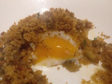 Huevo ecologico con pisto asturiano y sardina salona